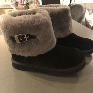 Shoes - Brand new black mid uggs -size 7